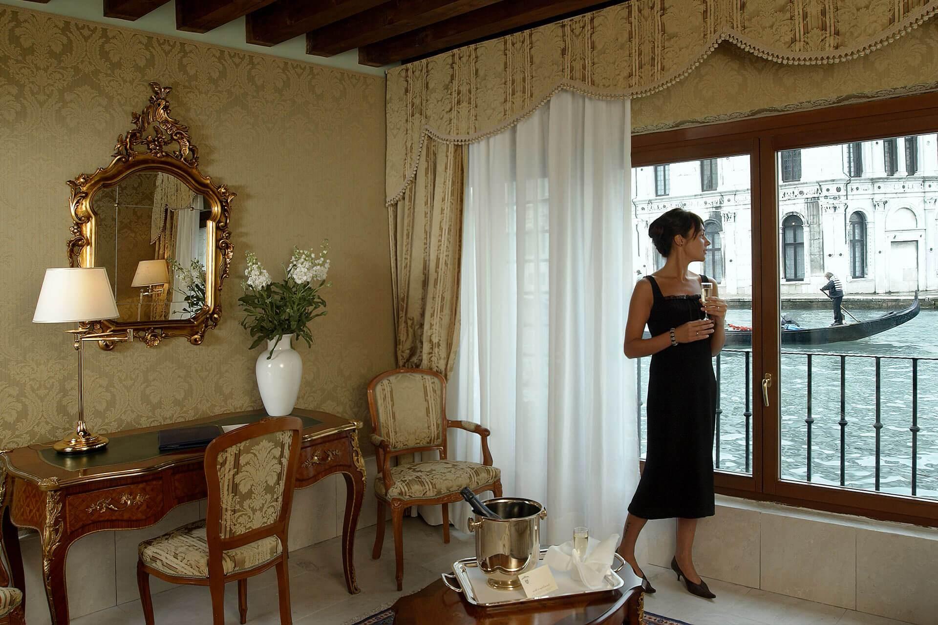 About Us Hotel Al Ponte Antico Venice